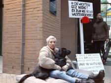Suïcidale Charlotte in tranen voor ministerie: 'Je bent ziek en wanhopig en wordt toch weggestuurd'