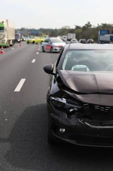 Kettingbotsing met auto's en camper zorgt voor grote vertraging op A12 bij Arnhem