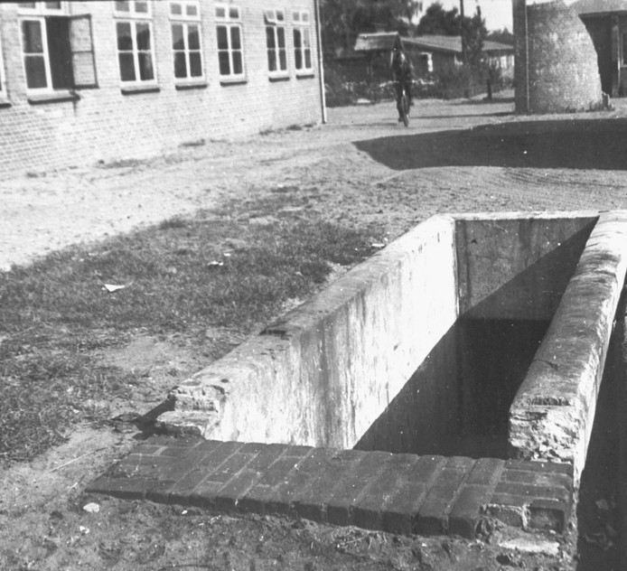 De tunnel werd gebruikt om gevangenen naar de administratie te loodsen.
