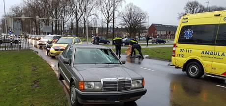 Nijmeegseweg in Arnhem staduitwaarts uren dicht na aanrijding