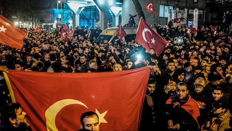 Turkse Nederlanders demonstreerden voor Erdogan in Rotterdam. Beeld ANP