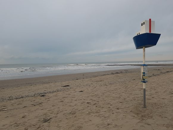 De plaats waar het incident gebeurde, op het strand van Westende ter hoogte van Sint-Laureins.