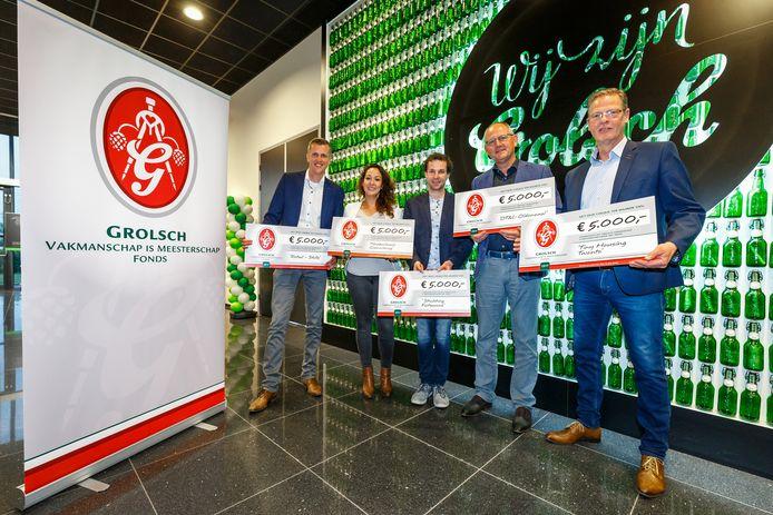 Voor elk van de winnaars van het Grolsch Vakmanschap is Meesterschapfonds is er een cheque van 5.000 euro.