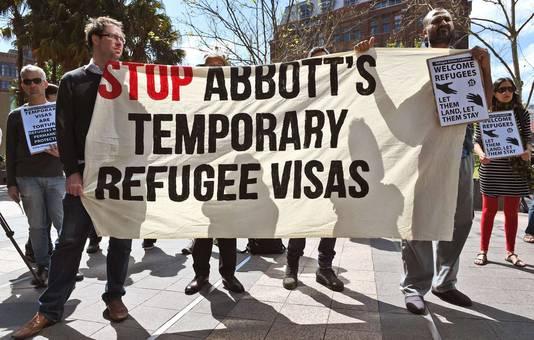 Demonstranten protesteren tegen de omstreden plannen van de Australische regering.