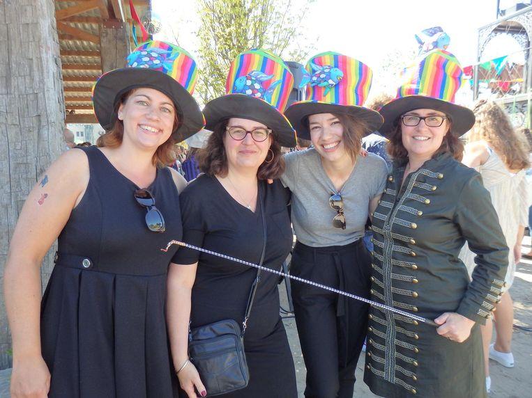 Dat valt mee: Arenea Kunkeler, Myriam Susan, Nathalie Bierhuizen en Nicky Graziosi (De Vier Windstreken) Beeld Schuim