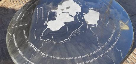 Alsnog gedenksteen voor Watersnoodhuis in Stavenisse