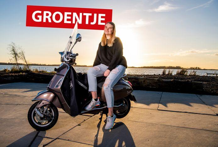 Louise Möllers is dolblij met haar scooter.