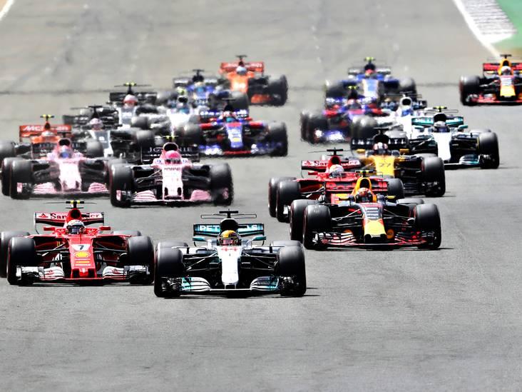 De samenvatting van de GP van Groot-Brittannië: Verstappen vecht en chaos op het einde