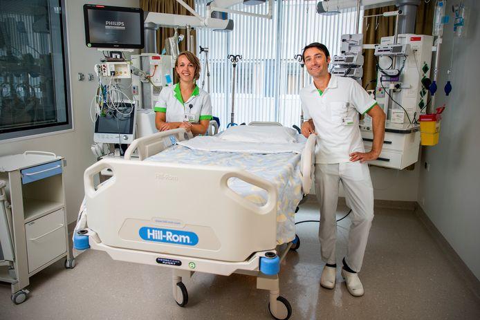 Er zijn speciale verpleegkundige opgeleid op bij een tweede corona uitbraak te helpen op de IC van het Groene Hart Ziekenhuis - Jeroen Boom en Marieke den Besten. Foto: Frank de Roo