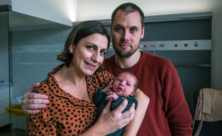 Tiene Castelein, Tijl Delrue en dochter Mira.