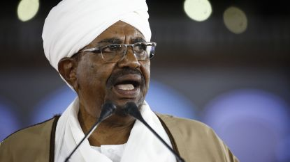 Soedanese president roept noodtoestand uit voor een jaar en ontslaat zijn regering
