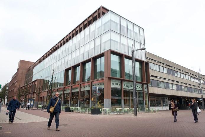 Building 026 aan de kop van de herrezen Koningstraat, met daarin onder meer Vicini en Floor & Meijer.