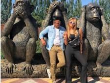 Hardwell klaar voor optreden tijdens UEFA Champions Festival, Olcay Gulsen poseert met aapjes