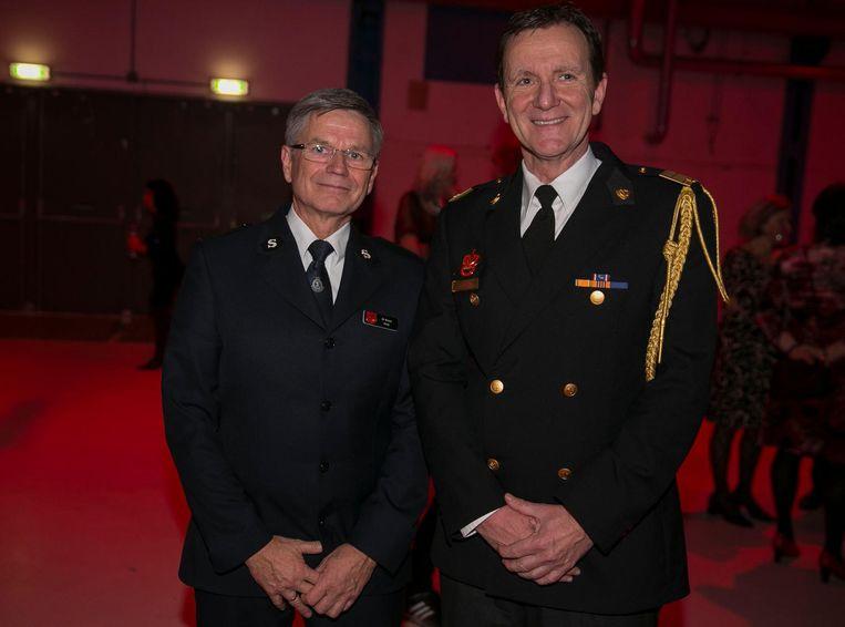 Ed Bosma, directeur Leger des Heils, en brandweercommandant Leen Schaap: 'Meer vrolijke brandweermannen.' Beeld Amaury Miller