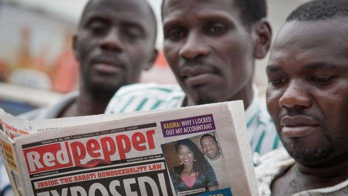 De Oegandese krant Red Pepper publiceerde een lijst met de namen van 200 'top-homo's'. Van sommigen waren ook een foto en persoonlijke details afgedrukt.