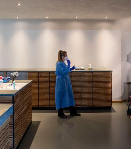 GGD schaalt coronateststraten in de regio fors op; een kijkje in de keuken in Ede
