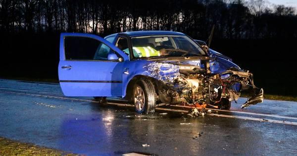 N342 tussen Oldenzaal en Denekamp deels afgesloten na ongeval met drie autos.