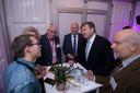Koning Willem-Alexander in gesprek met bewoners van het Kamperveen.