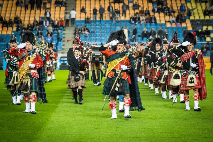 De doedelzakspelers bij de Airborne-wedstrijd van 2018 tussen Vitesse en ADO Den Haag