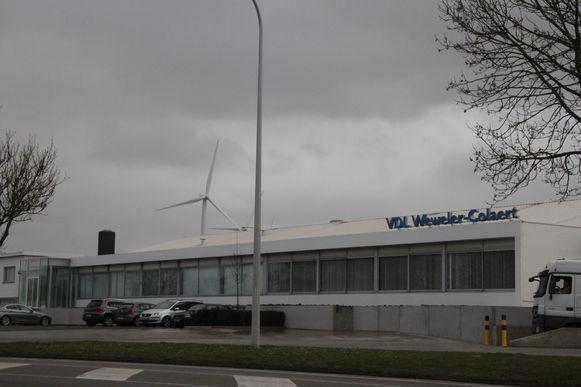 In het bedrijf in Poperinge raakte een arbeider zwaargewond.