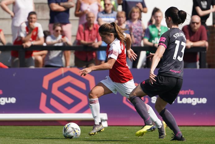 Danielle van de Donk in actie tegen Everton.