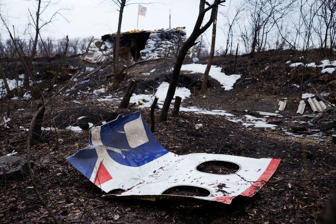 Archieffoto: Resten van de MH17 liggen bij een verlaten wegblokkade vlakbij Nikishyne, ter noordwesten van Grabovo.