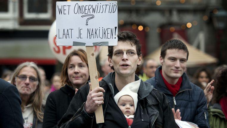 Leraren in het voortgezet onderwijs staken in januari van dit jaar op het Plein in Den Haag tegen de plannen van het kabinet om onder meer het aantal lesuren uit te breiden. Beeld ANP