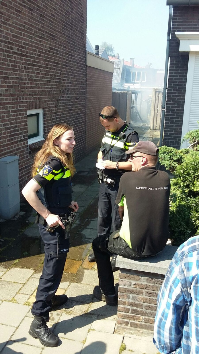 De politie is ook ter plaatse voor ondersteuning.