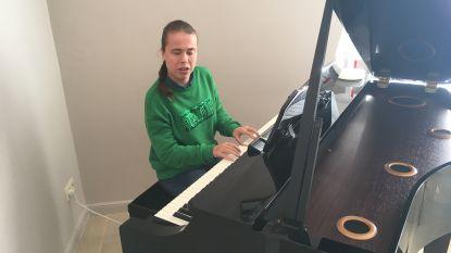 Blinde Audrey neemt lied op met Udo