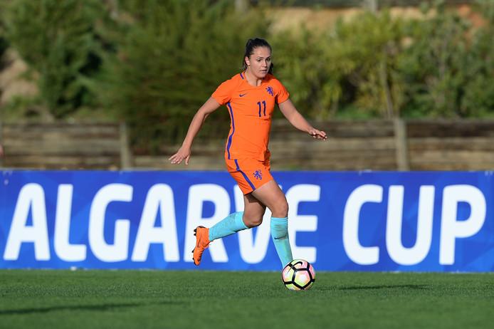Lieke Martens in actie tijdens de Algarve Cup in Portugal.