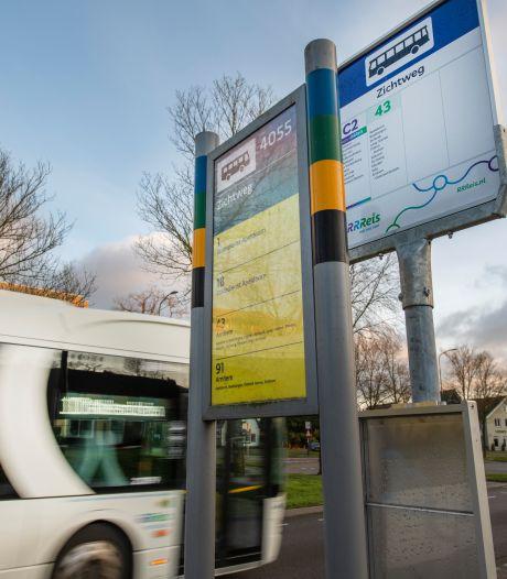 Dubbele borden leiden tot verwarring bij busreizigers in Apeldoorn: 'Het is een puinhoop'