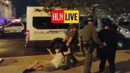 """HLN LIVE. """"Jij bent de volgende"""": agenten slepen betogers weg en sneren naar filmer"""