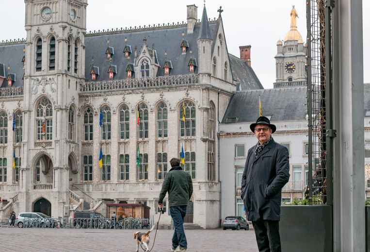 """Jos De Meyer (CD&V): """"Het stadhuis mag en moet stijlvol zijn. Maar dat betekent niet dat de stad geen oog meer moet hebben voor de prijs."""""""
