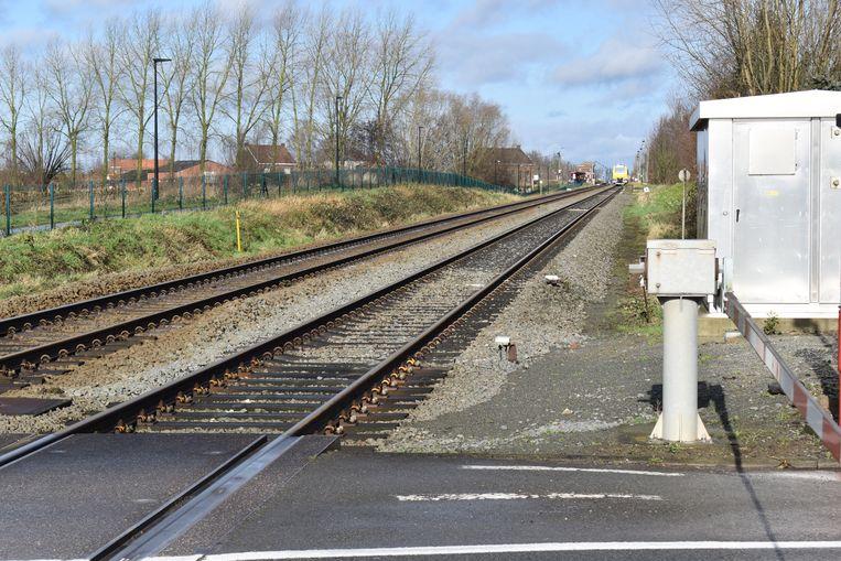 De defecte trein staat stil in het station van Balegem.