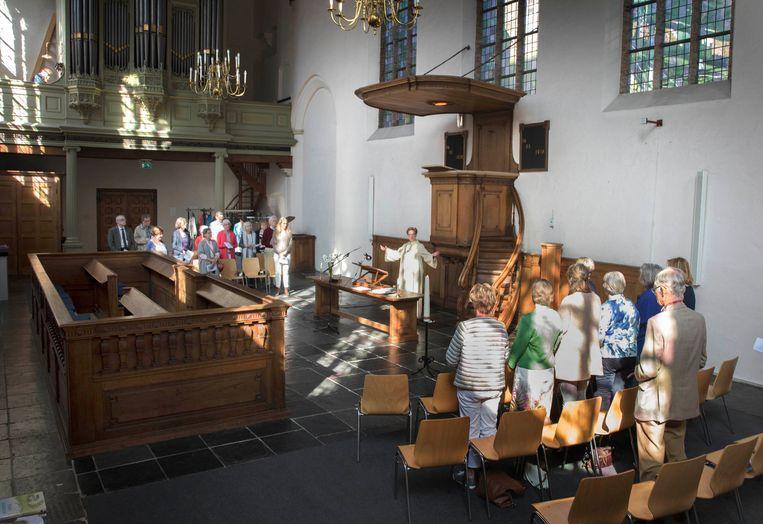 Ds. Tina Geels leidt de dienst in de Waalse Kerk. Beeld Werry Crone