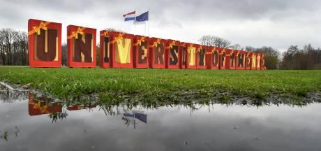Universiteit Twente pakt weer uit voor Sinterklaas met ingepakte letters