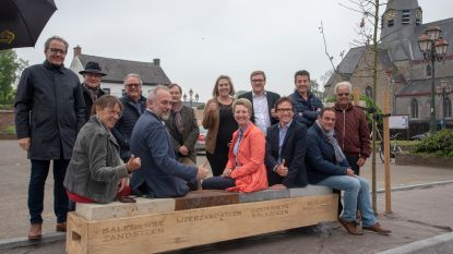 Geologische zitbank siert Marktplein Scheldewindeke