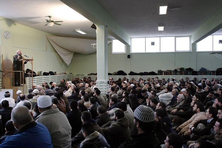 Imam Sjeik Fawaz Jneid spreekt in de As Soennah-moskee in Den Haag de gelovigen toe. Archieffoto uit 2008. Beeld ANP