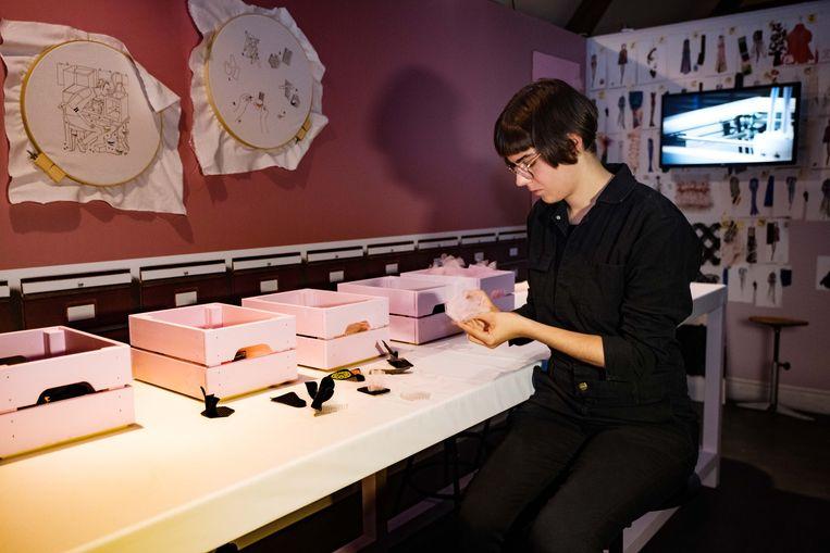 Ook de bezoekers spelen een hoofdrol en gaan in de wonderkamer zelf aan de slag met hoogwaardige decoratieve ambachten.