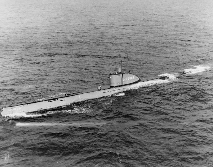 De U-3008 in dienst van de Amerikaanse marine in 1948, met een aangepaste verkenningstoren.