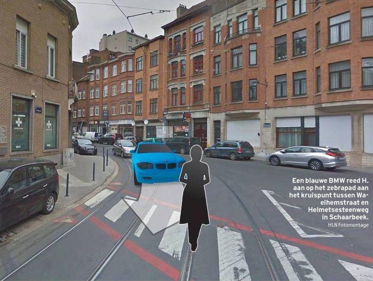Een blauwe BMW reed H. aan op het zebrapad aan het kruispunt tussen de Waelhemstraat en de Helmetsesteenweg in Schaarbeek.