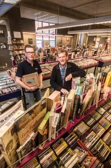 Muziekbank Enschede heeft een van de grootste collecties van Nederland: 'Het verrijkt je leven'