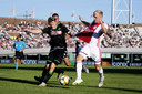 Donny van de Beek in duel met Mattias Johansson.