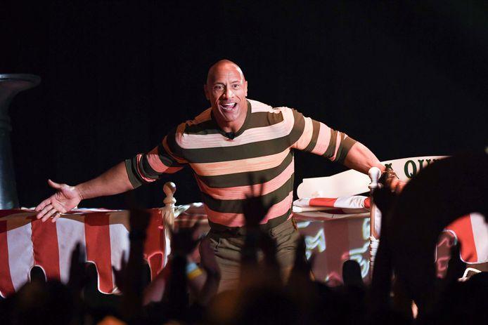 Voor de gelegenheid werd een bootje uit Disneyland naar het conferentiecentrum gebracht met daarop een wuivende Dwayne Johnson.