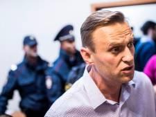 Russische oppositieleider Navalni afgevoerd naar ziekenhuis na 'sterke allergische reactie'
