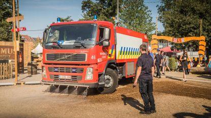 Brandweer sproeit Baudelo (maar dat helpt niet echt)