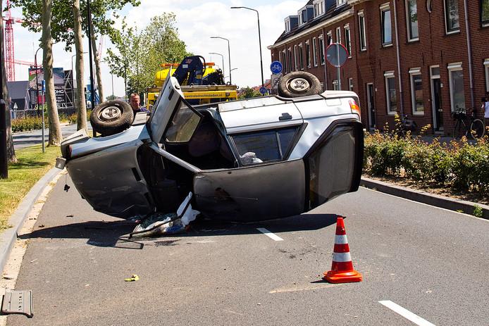 In juli sloeg nog een auto over de kop op de Merwedestraat.