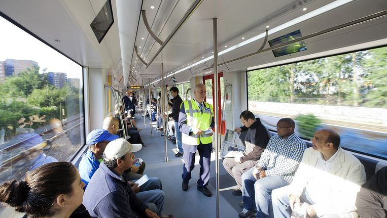 Nieuwe metro Amsterdamse GVB neemt eerste van 28 hypermoderne treinstellen in gebruik Beeld Elmer van der Marel