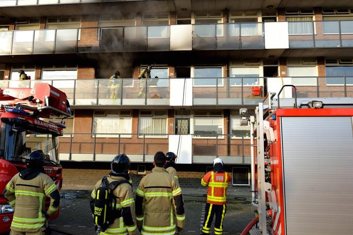 De vrouw stichtte brand in haar flatwoning aan de Hendrik Breitnerstraat in Papendrecht.