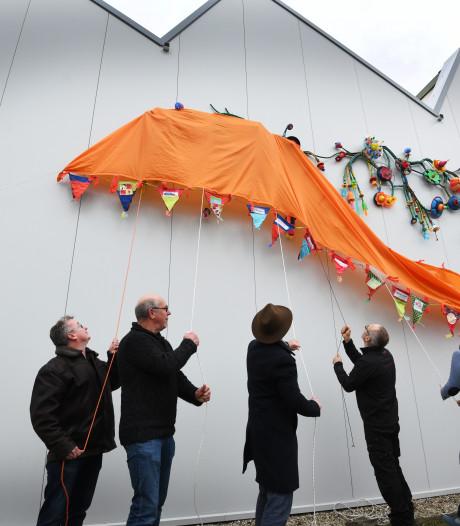 Kunstwerk kringloopwinkel:  'Dit kunstwerk hóórt hier gewoon'